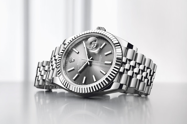 model-page-datejust_96734_datejust_41_or_blanc_ambiance_beton_flagship_campaign_pub_nwsp_01_large_1