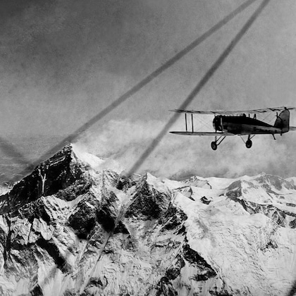Air-King Flying over Everest